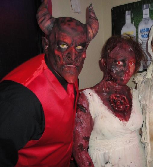 creepy-halloween-couple-costumes-9